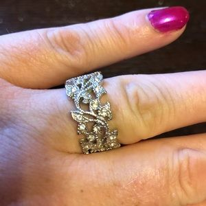 Jewelry - Beautiful eloquent vintage costume ring
